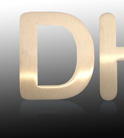 Klebeschild D für Damen Messing