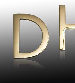 Klebeschild D für Damen Messing klassisch